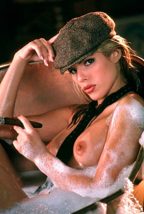 Nackt Layla Roberts  Layla roberts