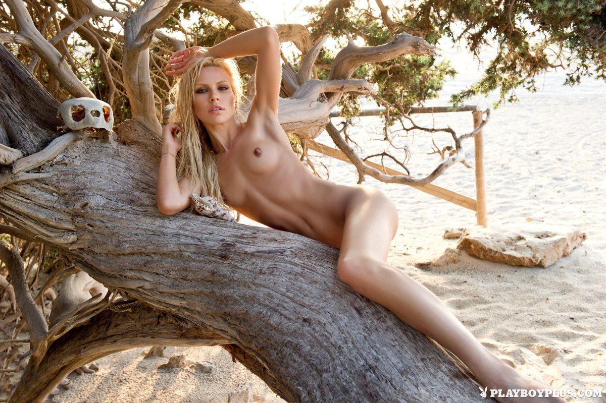 Playboy kattia Katia Dede