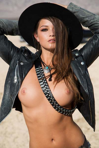 Chelsie Aryn Busty hottie poses in the middle of the desert