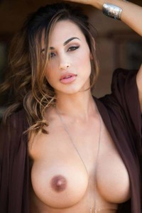 Ana Cheri reveals her beautiful curvy body on a hot sunny day