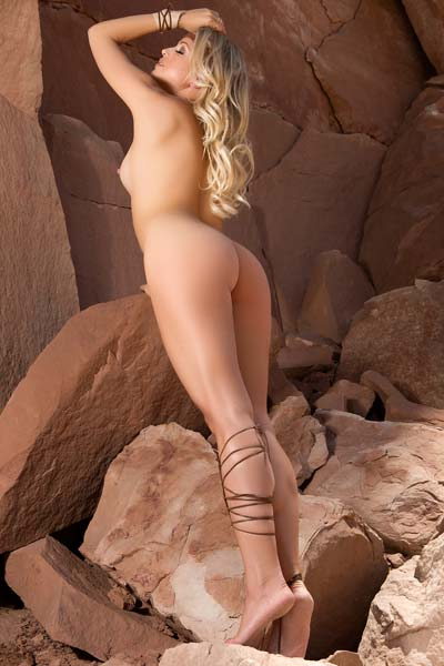Natural curvy blonde Blanca Brooke showcases everything shamelessly