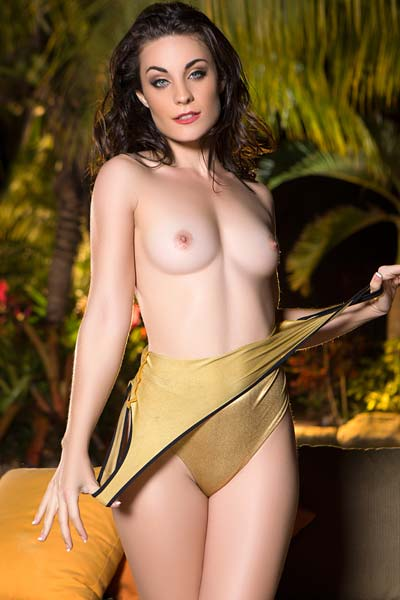 Cybergirl Hanna Rai slips out of a golden bathing suit