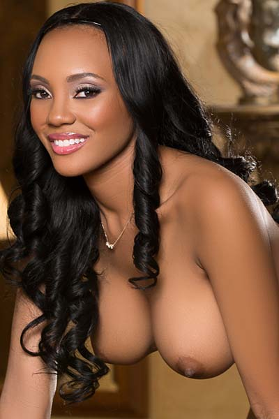 Stunning busty ebony babe Brandi Kelly reveals her amazing curves