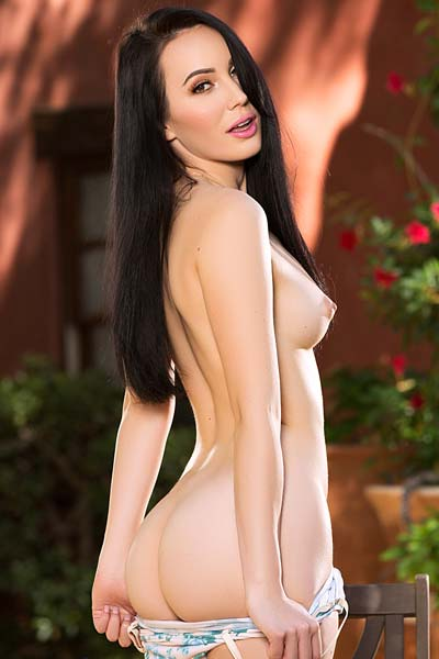 Hot outdoor striptease by all natural Lauren Oconner