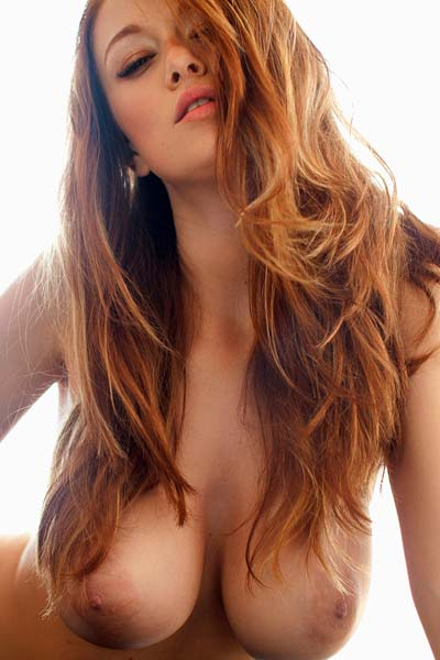 Bombshell Leanna Decker bares her colossal boobs and flaunts them erotically