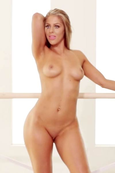 Jillisa Lynn oozes with sex appeal as she spreads her thighs manifesting her smooth wet muff