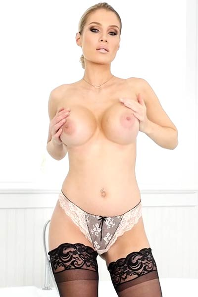 Anna Opsal moves her tempting body with such elegance and sex appeal