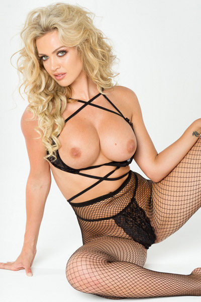 Burning hot blonde Jessica Nelson amaze us with her perfect booty and big round tits