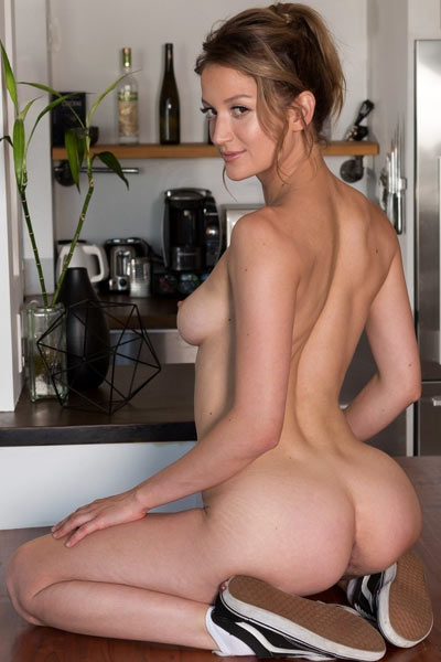 This amazing babe doesnt have any problems with parting her legs for her muff to be seen