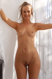 Top class blonde shows off her outstanding all natural body