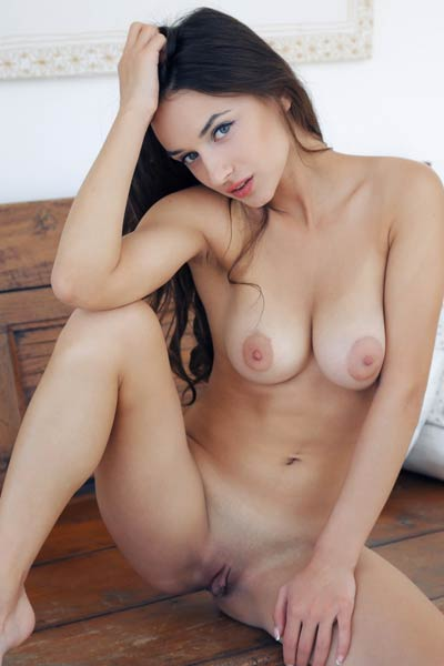 Take a look at the lovely Gloria Sol and her perfect naked body