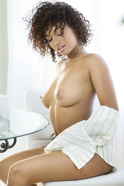 Sweet babe Noelle Monique waits for you with her naked posture