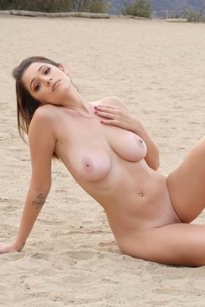 Its unbelievable that all natural body of Ali Rose can look that amazing