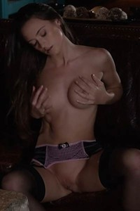 Amazing chick Deanna Greene with nice body shows us her tight pussy