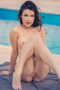 Serena Wood seems to be a sexiest young chick with great body