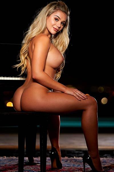 Amazing young blonde Tahlia Paris presents us real dream comes true body