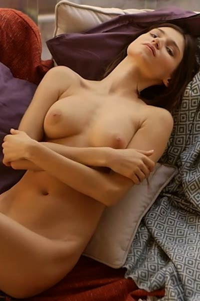 Super hot chick with nice body and sweet face handle it nicely