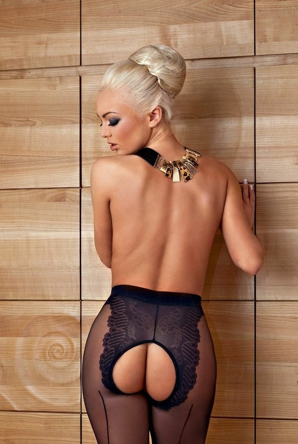 this-good-looking-blonde-goes-wild-in-sensual-posing-11_w600.jpg