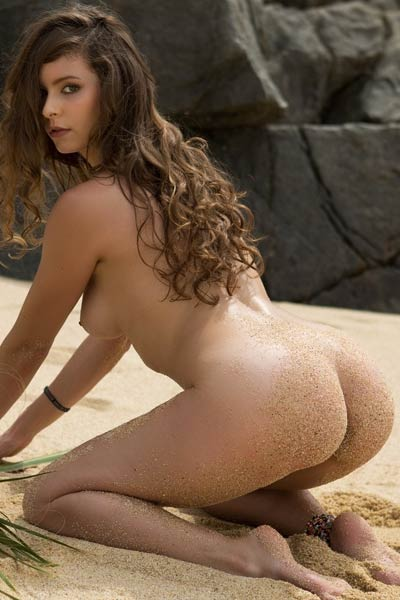 Lauren Lee simply adores to get out on her favorite secret beach and get naked