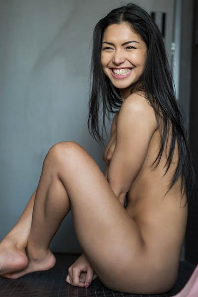 Chloe Rose gets her self naked sensually and starts posing seductively