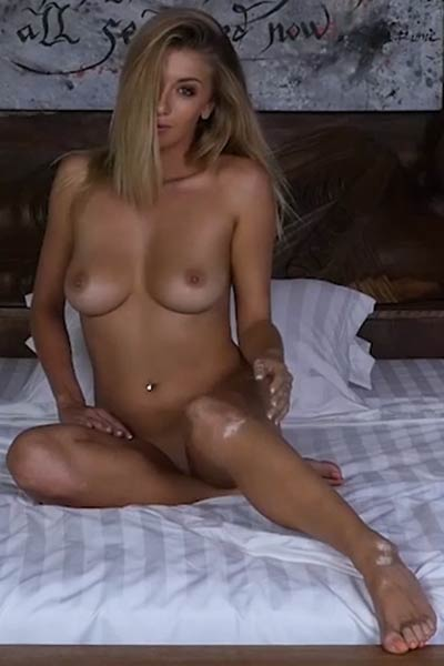 Super sexy chick Bexie Williams wants you to come and help her with undressing and something more