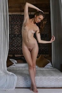 Fantastic beauty Evelyn Sommer presents us her body with passion