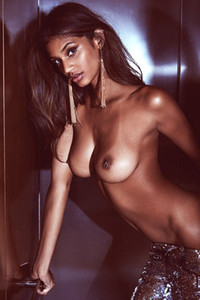 Beautiful brunette Tsanna LaTouche is giving us a nice view on her breathtaking body shapes