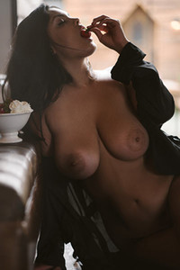 All natural bomb Jocelyn Corona takes off her black dress letting us see her huge boobs
