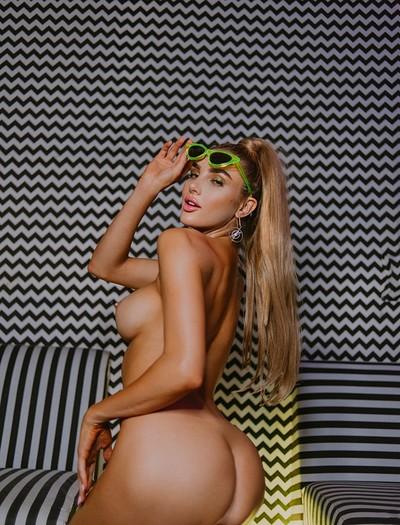 Anne  nackt Kenzie Models: Emily